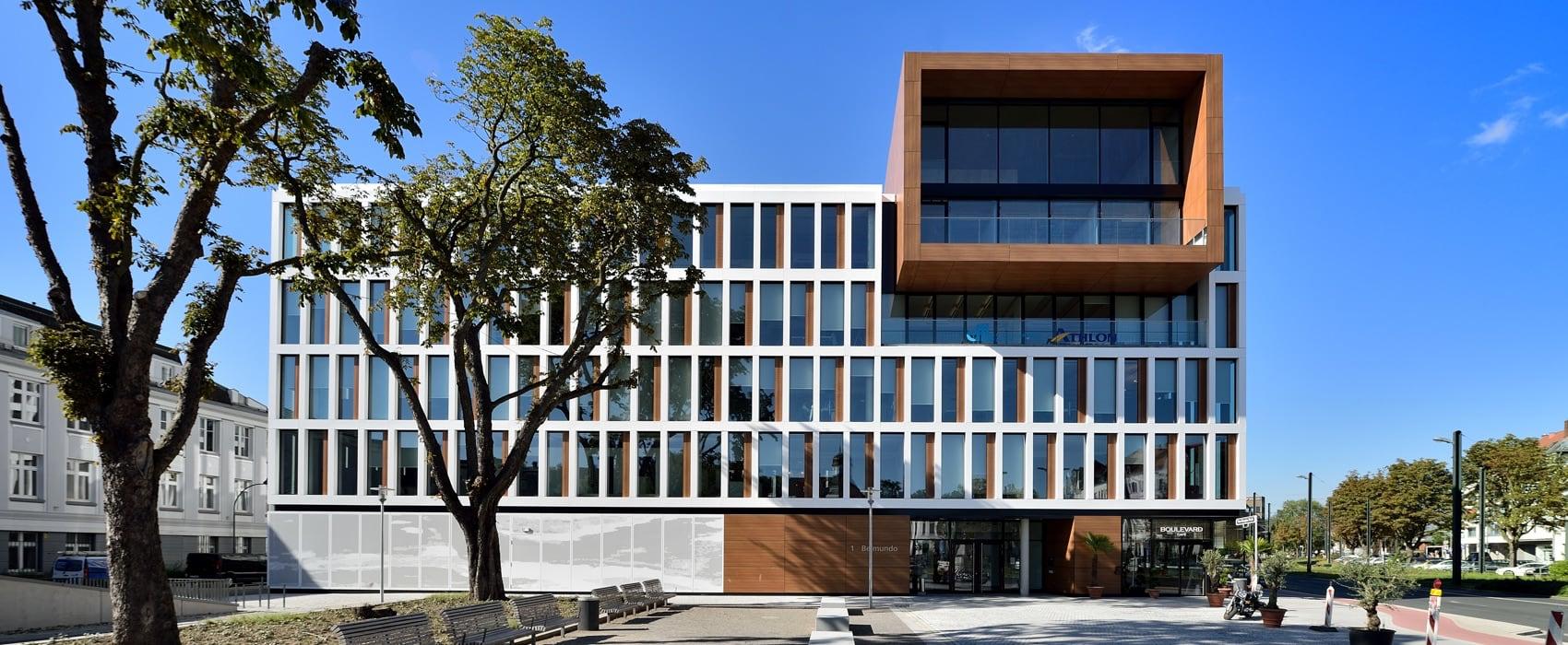 Außenansicht auf das Makula-Netzhaut-Zentrum in Düsseldorf-Oberkassel von Breyer, Kaymak und Klabe.