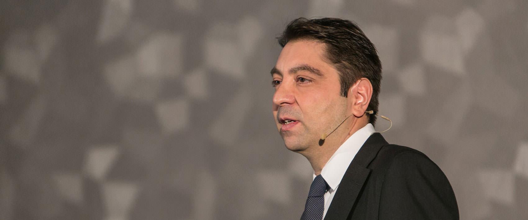Dr. Kaymak beim Vortrag