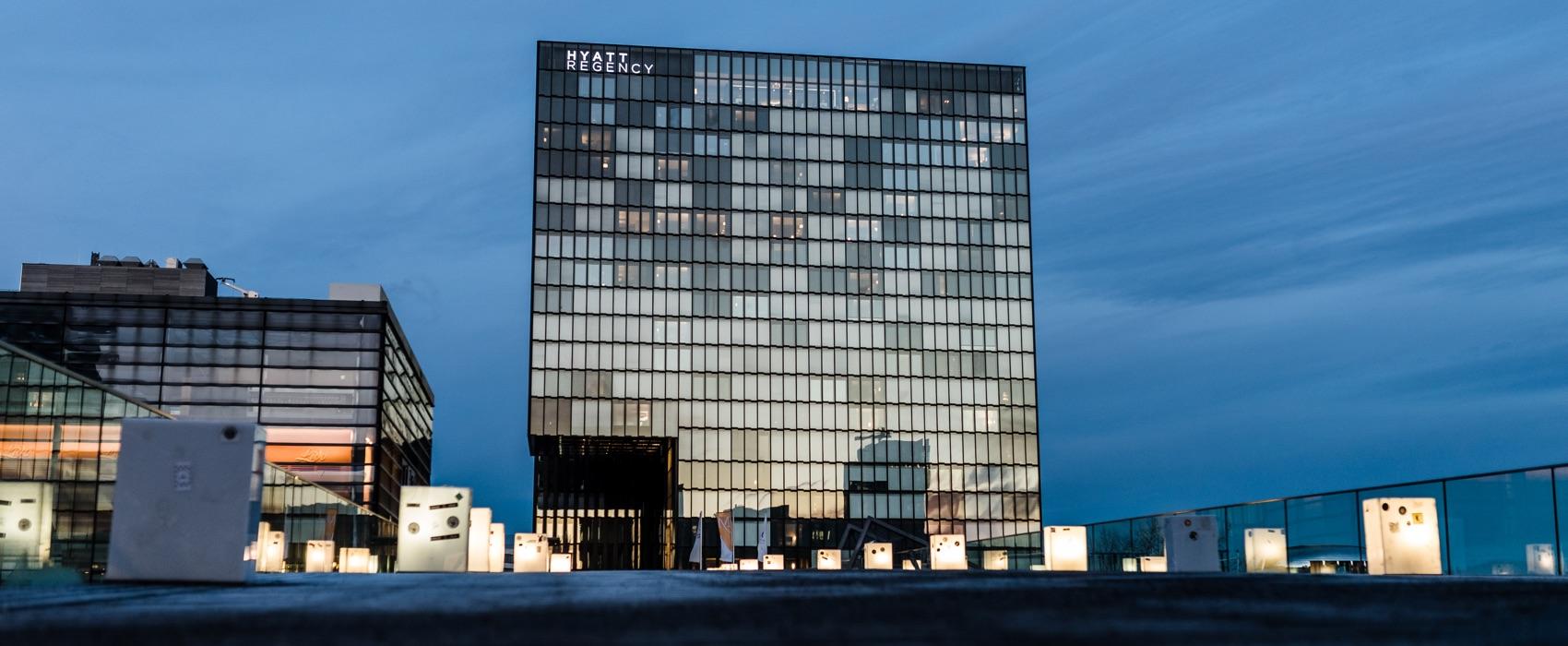 Blick auf das Hyatt Regency Hotel in Düsseldorf.