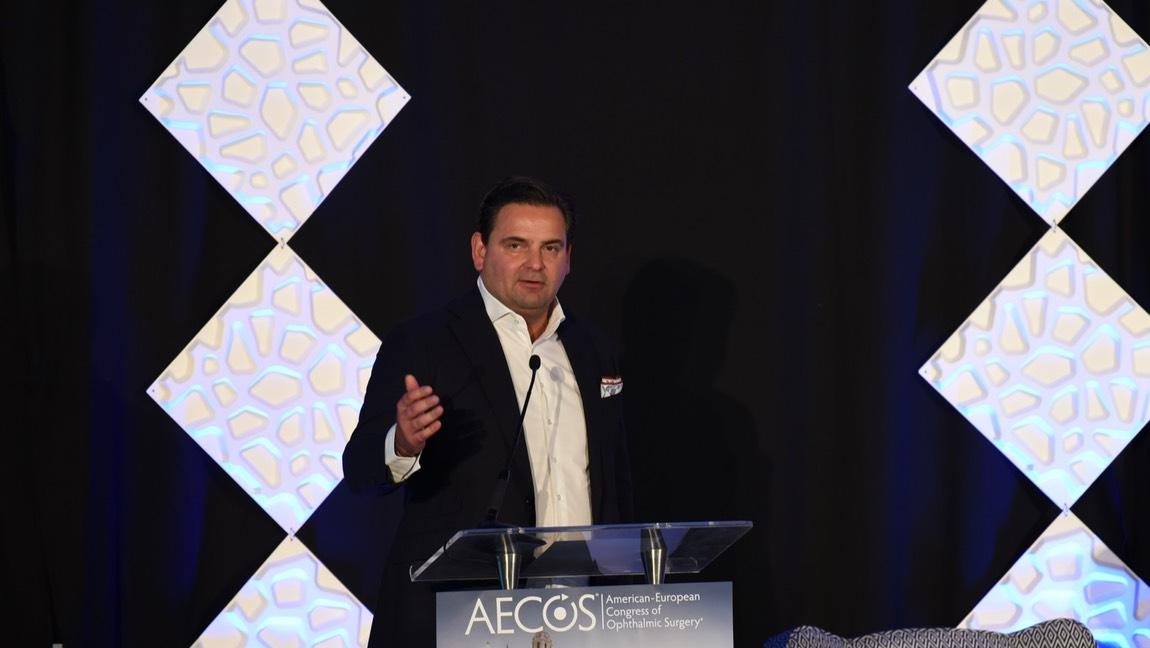 Dr. Breyer bei einem Vortrag beim American European Congress of Ophthalmic Surgery (AECOS).