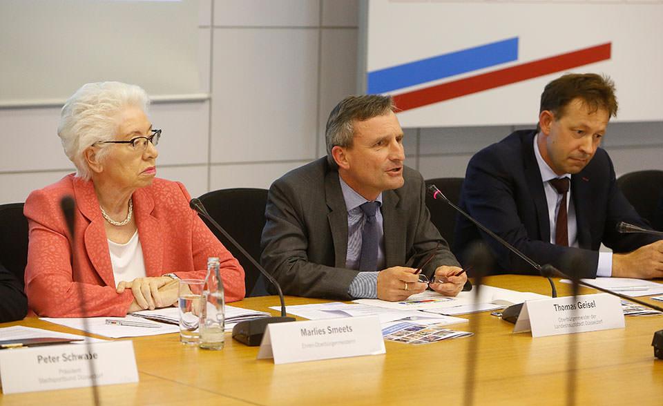 Oberbürgermeister Thomas Geisel bei der Pressekonferenz