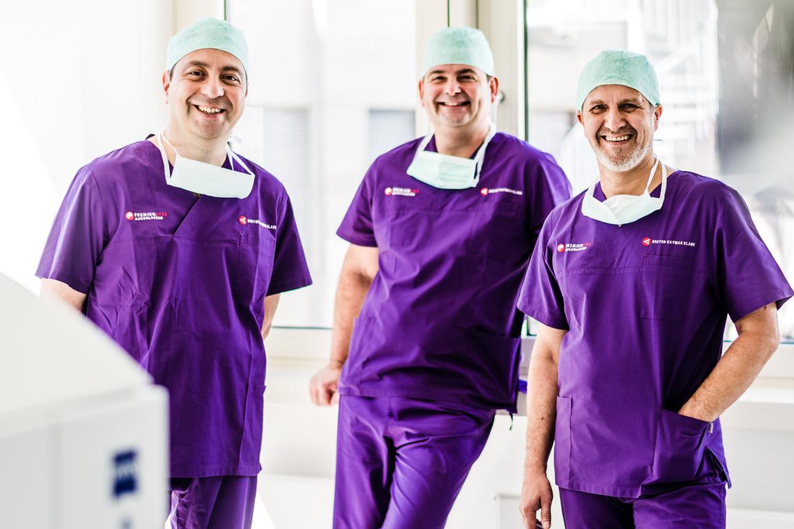 Dr. Kaymak, Dr. Breyer und Dr. Klabe im Op.