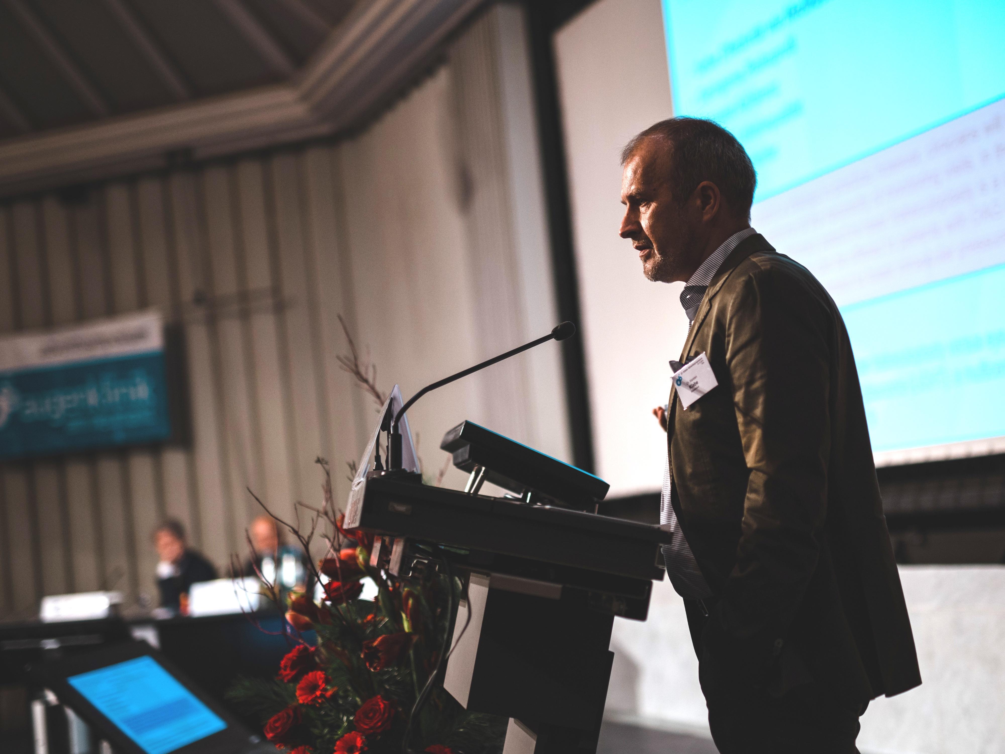 Dr. Klabe als Redner beim 27. Kölner Adventssymposium.