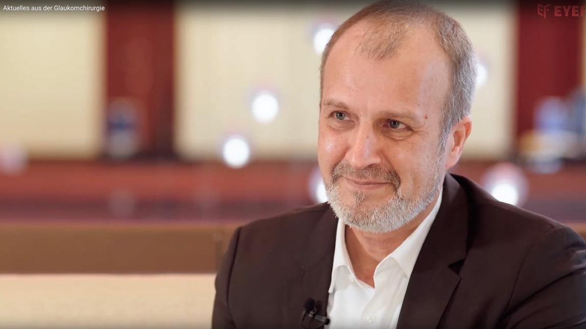 Portrait von Dr. Karsten Klabe bei einen Interview.