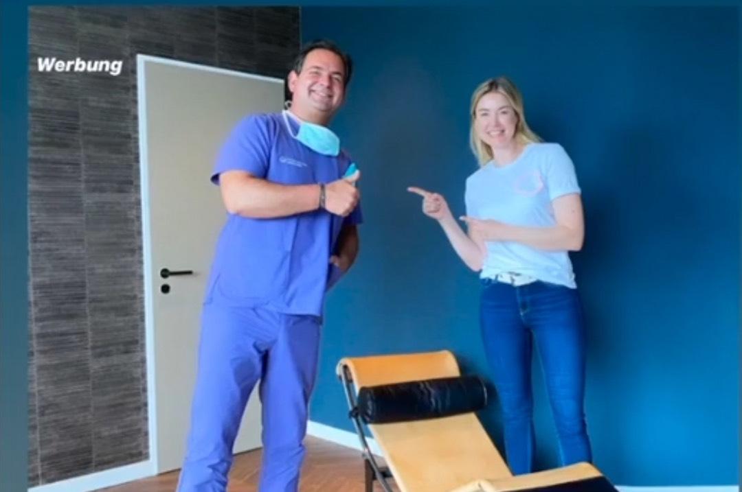 Dr. Breyer und Nina Ensmann ein Jahr nach ihrer SMILE-OP bei Dr. Breyer.