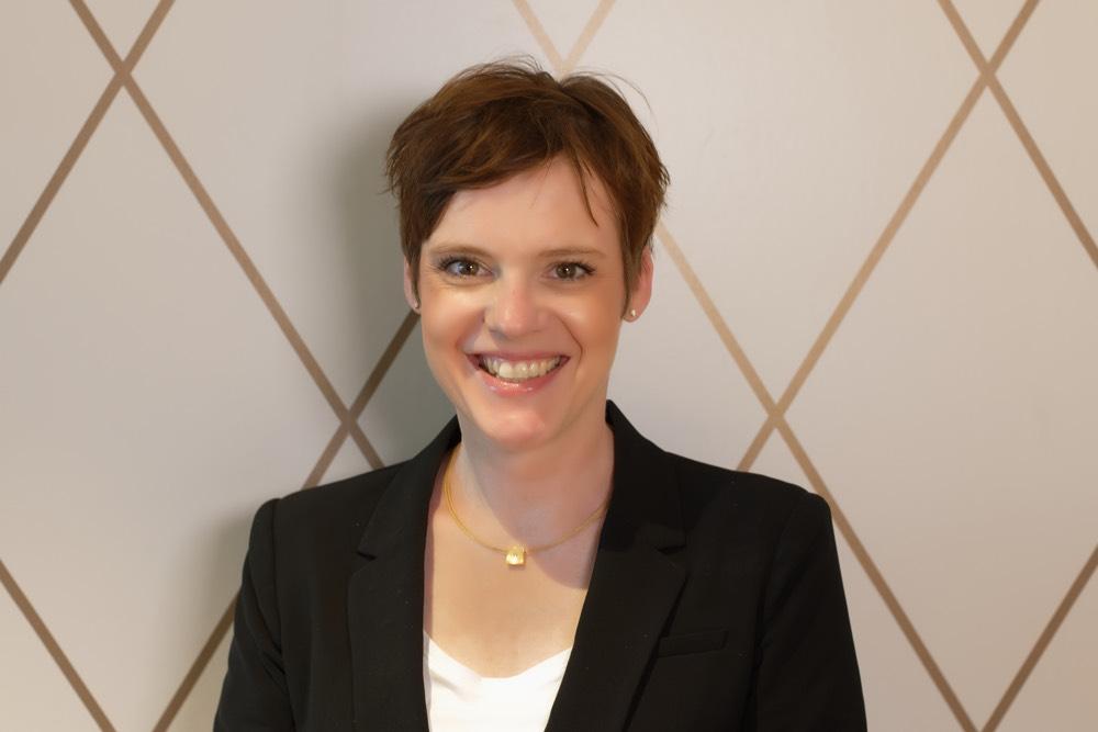 Portrait von Augenärztin Dr. Verena Zeitz.