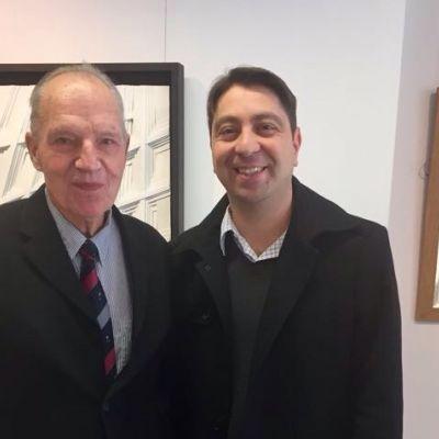 Der Künstler Lothar Guderian vertraut Dr. Hakan Kaymak