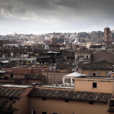 Blick auf die Dächer von Rom, wo der AECOS-Kongress stattfand, zu dem Dr. Breyer als Referent geladen war.