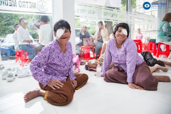 Diese beiden Patienten sind glücklich, dass sie behandelt wurden.