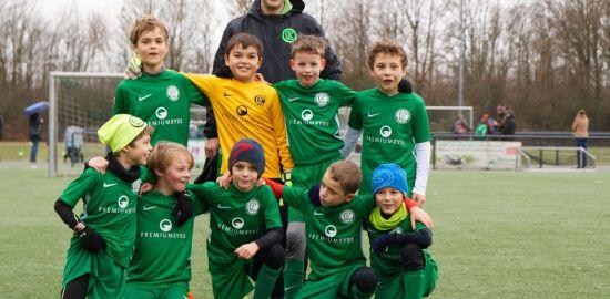 Teaserfoto Premium Eyes sponsert Fußballjunioren in Düsseldorf-Lohhausen