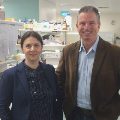 Roxana Fulga mit Prof. Robert Casson.