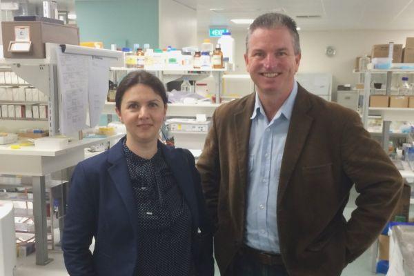 Teaserbild von R. Fulga diskutiert Nanolasertherapie mit namhaften Forschern in Australien