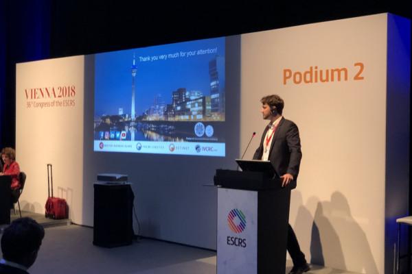 Dr. Philipp Hagen beantwortet Publikumsfragen zu seinem Vortrag.
