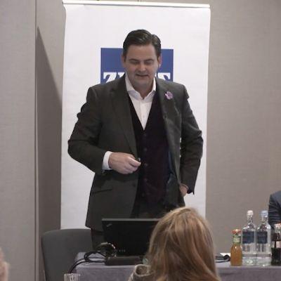 Dr. Breyer beim Vortrag in Köln