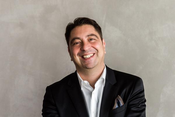 Portrait von Augenarzt Dr. Hakan Kaymak