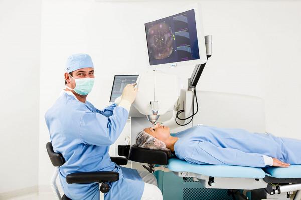 Bild von einer Laser-Operation mit Dr. Breyer