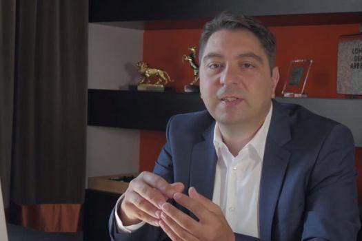Teaserbild [Vimeo]Dr. Kaymak: Was ist eine Vitrektomie (Glaskörperoperation)?