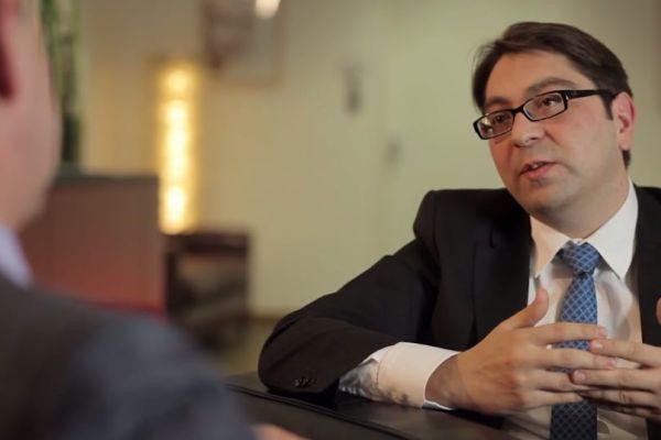 """Teaserbild von [Vimeo] Interview mit H. Kaymak: """"Diagnostik und Behandlung von Augenerkrankungen bei Diabetes"""