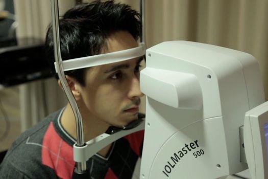 Teaserbild [Vimeo] Patientenvideo zur Voruntersuchung vor dem ReLEx SMILE-Augenlasern