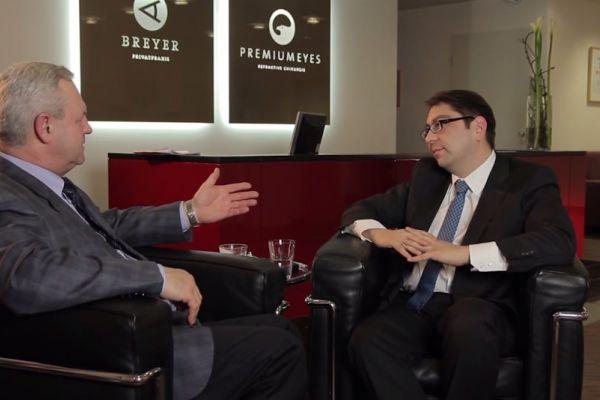Teaserbild von [Vimeo] Ursachen und Behandlungsmöglichkeiten von Glaskörpertrübungen (Interview m. Dr. Kaymak)