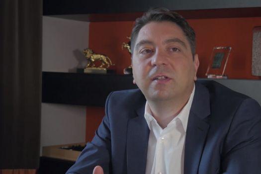 Teaserbild [Vimeo]Dr. Kaymak: Welche Vorteile hat eine minimalinvasive Glaskörperoperation?