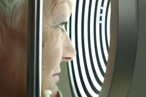 Teaserbild von S. Wagner filmt  ihre Laser-OP des grauen Stars