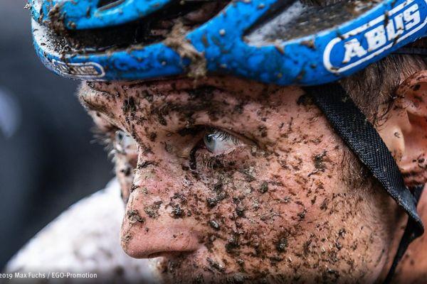 Teaserbild von Radrennfahrer Ben Zwiehoff mit SMILE gelasert