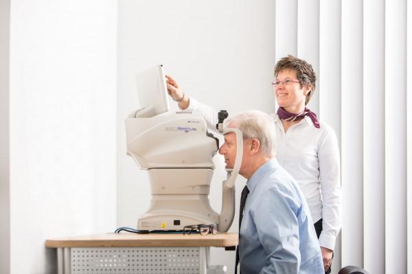 OCT-Augenuntersuchung in der Augenarzt-Praxis Meerbusch-Büderich.