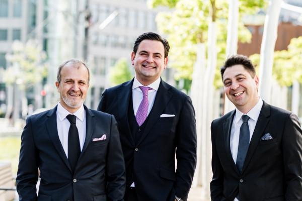 Dr. Klabe, Dr. Breyer und Dr. Kaymak auf dem Martin-Luther-Platz in Düsseldorf.