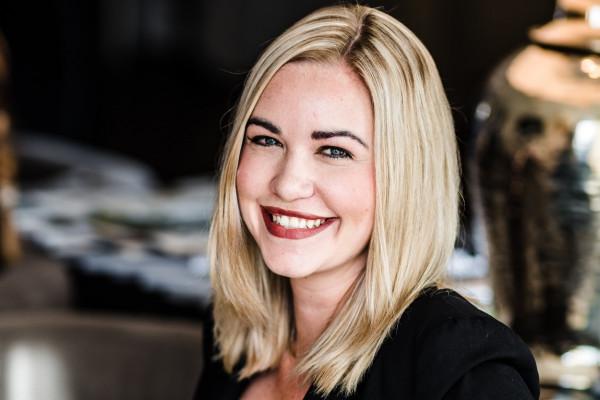 Vanessa Thomanek, Assistentin der Geschäftsführung Dr. Breyer und Dr. Klabe.